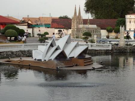 Сиднейский оперный театр в парке Мини-Сиам