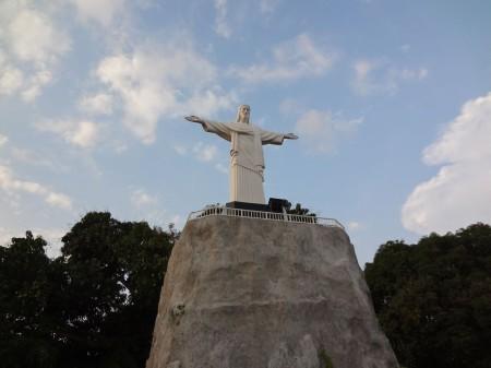 Статуя Христа-Искупителя в парке Мини-Сиам