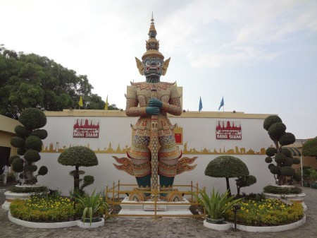 Вход в Мини-Сиам