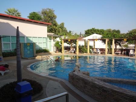 Бассейн в центре тайского массажа слепых