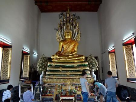 Будда с нагами в Ват По