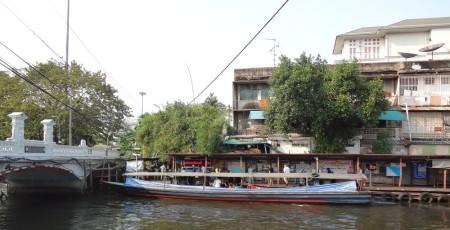 Лодка в сторону центра Бангкока