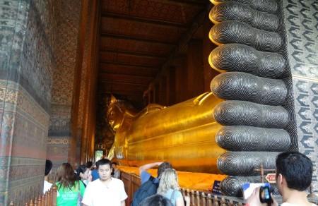 Статуя лежащего Будды в Ват По