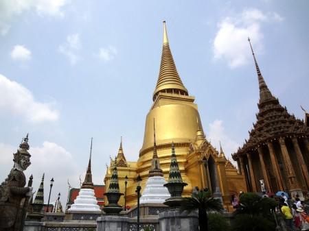 Золотая ступа-чеди Прасиратана (Phra Si Rattana)